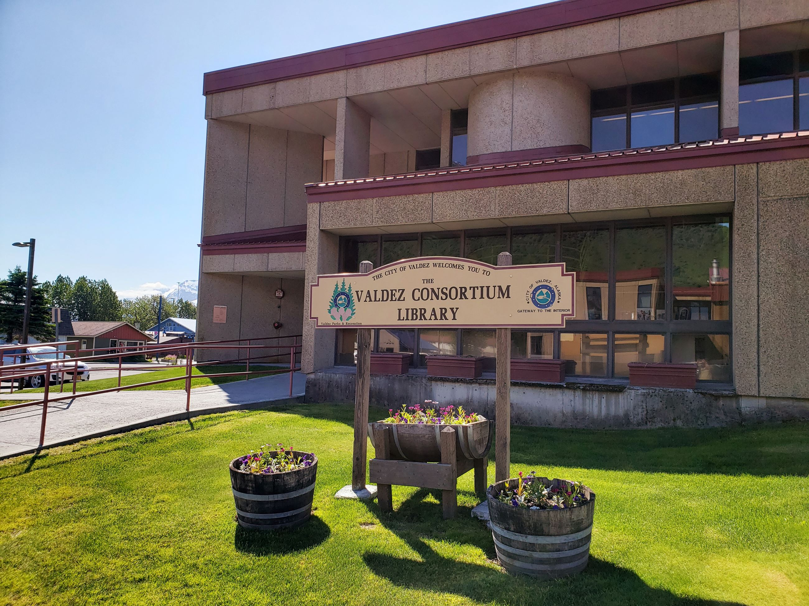 Picture of the Valdez Consortium Library on a sunny day.